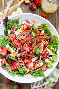 Strawberry Fields Salad with bacon, feta, glazed pecans, grilled chicken - Salat Rezepte - Pecan Recipes Healthy Salad Recipes, Healthy Snacks, Healthy Eating, Stay Healthy, Summer Salad Recipes, Dinner Salad Recipes, Healthy Summer Dinner Recipes, Best Summer Salads, Lettuce Salad Recipes