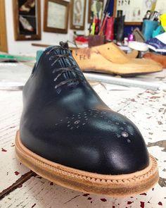 Back to my country  and my first master's workshop... Working on this #wholecut #bespoke  #shoes  #castezermili #shoemaker #leather #gentleman #gentlemen #mensshoes #mensstyle #menswear #mensfootwear #shoeporn #shoesaddict #instashoes #crafts #craftsmanship #handmadeshoes #handcrafted #leathergoods #leathercraft #footwear #MTM #mywork #BuenosAires #Argentina #artisan #chassure #lastlonger #dressunique