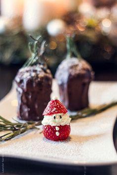 Too cute!! Christmas dessert Strawberry Santa Claus by Leander Nardin