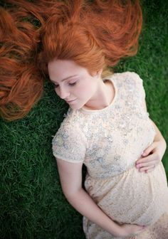 Maternity Photography on Behance - - Pho . - Schwanger - Pregnant Tips Maternity Photography Poses, Maternity Poses, Maternity Pictures, Photography Ideas, Couple Pregnancy Photoshoot, Redheads Freckles, Pregnancy Looks, How To Pose, Behance