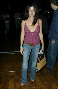 October Celebrity Gaming Tournament for Charity - - Shannen Doherty Online - Photo Gallery Serie Charmed, Charmed Tv Show, Beautiful Celebrities, Beautiful Women, Simply Beautiful, Shannen Doherty Charmed, Bad Girl Image, Cute 13 Year Old Boys, Jennifer Aniston Style