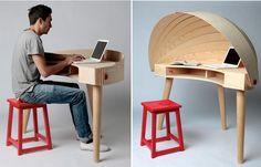 """Тонкий шпон, нарезанный полосами создает приватную зону - """"капюшон"""" над письменным столом Duplex Workspace Desk. Дизайнер Софи Киркпатрик"""