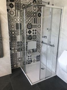 Shower with seating in front of a variety of tiles. #showerdesign #shower #rainshower #tiles #rainshowersbringflowers #bathroom #bathroomdesign #badezimmer #badezimmerdesign #bathroominspo #wellness #spa #showerdesign #showerbaby #interiorsdesign Metro Fliesen, Gäste Wc, Bäder Ideen, Natursteine, Badezimmer Design, Wohnideen Dekoration, Baden, Wohnen, Wellness-spa