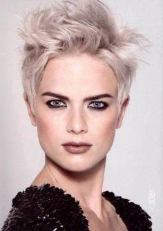capelli biondo platino corti - Cerca con Google