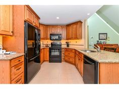 Gourmet kitchen with granite, newer appliances, breakfast bar, pantry, and eat-in area, all in this home for sale close to Bethany Beach DE - 104 S Newport Dr, Dagsboro DE