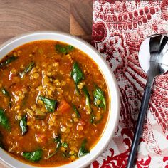 A complexly-spiced soup that satisfies. Pack it into mason jars for a stellar brown bag lunch or freeze it for a rainy day; it's even better as leftovers! Spinach Lentil Soup, Red Lentil Soup, Cooking Recipes, Healthy Recipes, Healthy Soups, Soup Recipes, Mason Jar Meals, Mason Jars