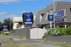 Acapulco Motor Inn Taupo Just 2 minutes' walk from Lake Taupo, Acapulco Motor Inn offers air-conditioned rooms with free Wi-Fi, flat-screen satellite TV and a DVD player. It features a hot tub and a barbecue area with outdoor seating. Free parking is available on site.