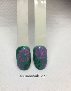 Nail art - pink flowers and leaves