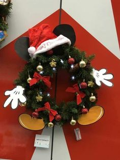 Disney Christmas Crafts, Disney Christmas Decorations, Mickey Christmas, Disney Ornaments, Decoration Christmas, Disney Crafts, Xmas Crafts, Christmas Themes, Christmas Holidays