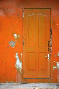 De deur naar blijdschap en creativiteit, want dat is wat de kleur oranje kan oproepen.