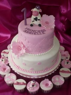 sheep and pink flower 1st birthday cake ideas1 1st Birthday Cake Ideas
