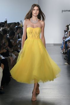 Pamella Roland Spring 2019 Ready-to-Wear Fashion Show 151300984