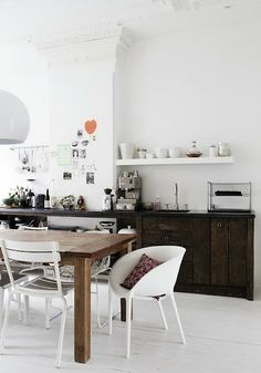 Great kitchen design and decoration ideas - Are you re-decorating your kitchen? Browse through ideas of kitchen design and colours to create your perfect home. Click the link for Modern Kitchen Design, Interior Design Kitchen, Küchen Design, Home Design, Floor Design, Design Ideas, Cozinha Shabby Chic, Eat In Kitchen, Rustic Kitchen