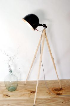 Fabulous Tripod Bauhaus Stehlampe Holzstativ schwarz design von mbla Lichtwerke auf DaWanda