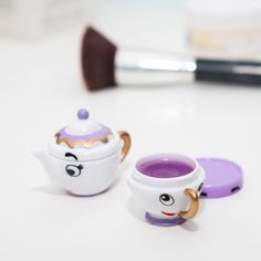 Transform those beastly chapped lips into soft and glistening beauties with the Mrs Potts  Chip Lip Balm Duo Packaged up in a pair of seriously cute miniatures,