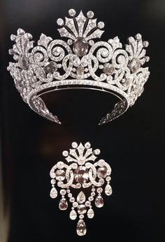 This stunning Sapphire and Diamond tiara and brooch made for Tsarina Alexandra would be an amazing inspiration for a pageant crown! Plus we love the idea of having jewelry made to match!