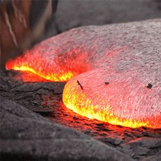 huffingtonpost:  This Is What Happens When You Step On Molten Lava