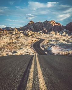 , On the road 🌍 Valley of Fire, Nevada, US Death Valley, Valley Of Fire, Usa Roadtrip, Oh The Places You'll Go, Places To Travel, Places To Visit, Empire State Building, Grand Canyon, Brooklyn