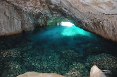 La Grotte Bleue éclairée au flash Parc National, Places To Go, Photos, Water, Outdoor Decor, Virtual Tour, Cave, Ride Or Die, Vacation