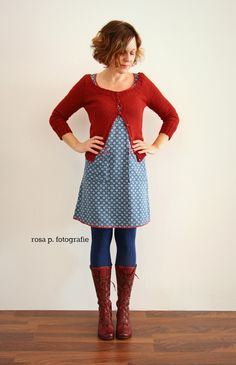 kurzes , knappes kleid mit roten blenden schnitt: rosa p. stoff: lillestoff