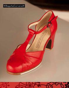 Flamenco Shoes, Dance Shoes, Diamond Shoes, Shoe Art, Hot Shoes, Vintage Shoes, Dance Dresses, Ladies Shoes, Lady