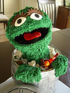Oscar and trash can cake