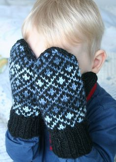 Ravelry: Project Gallery for patterns from Sata Kansanomaista Kuviokudinmallia Fingerless Gloves Knitted, Knit Mittens, Knitting Socks, Hand Knitting, Knitting Patterns, Knitting For Kids, Knitting Projects, Mittens Pattern, Fair Isle Knitting