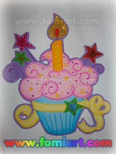 Moldes Gratis : Pastelito | Fomiart Foam Crafts, Crafts To Make, Crafts For Kids, Diy Crafts, Birthday Bulletin Boards, Birthday Board, Birthday Charts, Candy Bouquet, Scrapbook Embellishments