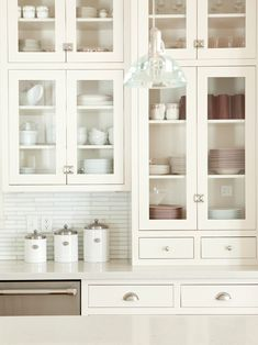 glass front cabinets in kitchen Farmhouse Style Kitchen, Home Decor Kitchen, Home Kitchens, Kitchen Design, Kitchen Ideas, Farmhouse Decor, Home Interior, Kitchen Interior, Interior Paint
