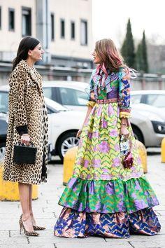 Street looks at Milan Fashion Week Fall/Winter La Fashion Week, Milan Fashion Weeks, Look Fashion, Paris Fashion, Street Fashion, Womens Fashion, Fashion Design, Tokyo Fashion, Fashion Tips