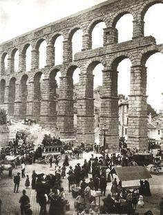 Salida de diligencia bajo el acueducto de Segovia 1895 - Lucien Lévy