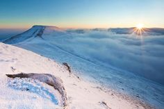 Pen y Fan highest mountain in South Wales. Beautiful Homes, Beautiful Places, Brecon Beacons, Morning Sunrise, Cymru, Above The Clouds, South Wales, Welsh, Great Britain