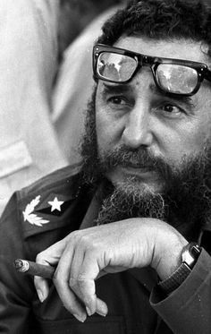 The Double Life of Fidel Castro… Che Guevara, Smoking Celebrities, Viva Cuba, Double Life, Greatest Presidents, Historical Pictures, Rare Photos, Barack Obama, Bill Gates