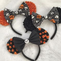The Nightmare Before Christmas/Jack Skellington Inspired Minnie Mouse Ears Diy Disney Ears, Disney Mickey Ears, Disney Diy, Disney Crafts, Disney Cruise, Minnie Halloween, Disneyland Halloween, Disneyland Trip, Miki Mouse