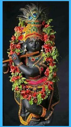 Krishna ran up to Kamsa, held him his hair and pulled him down. Krishna dragged him into the wrestling ring and took Kamsa's sword and with one slash, he beheaded Kamsa. Krishna Statue, Krishna Hindu, Krishna Leela, Cute Krishna, Jai Shree Krishna, Radha Krishna Photo, Krishna Radha, Shree Ganesh, Hanuman