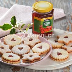 Jemné linecké cukroví recept - Vareni.cz Muffin, Cookies, Breakfast, Desserts, Food, Crack Crackers, Morning Coffee, Tailgate Desserts, Deserts