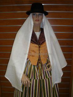 Mujer-en-Traje-de-Fiesta-Tegueste-1ª-mitad-S.-XIX-2.jpg (1920×2560)