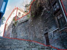 Maison à vendre à Liège - 750m² - 725 000 € -   - Proche de l'hôtel Crown Plaza, cet immeuble datant des 17e et 18ème siècles, avec muraille de l'époque de Notger bordant les escaliers de la rue de la Montagne, a conservé toute l' authenticité de ses... il est bien ce site