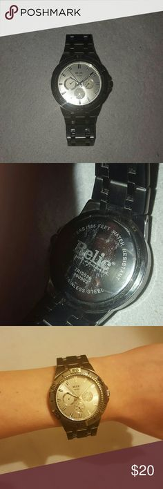 Relic ZR15539 Steel Gunmetal Quartz Chrono Watch Gray Relic watch with silver dial. Model ZR15539 in great condition. Rotating bezel, chronograph, and water resistant to 50 meters. Needs a quartz battery. Can probably fit a 6.5 wrist. Relic Accessories Watches