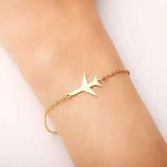 ✈️ #airplanemode  Hecho para quienes aman viajar o sueñan algún día hacerlo. Gold Gold, Thing 1, Engagement Jewelry, Stainless Steel Bracelet, Metal Jewelry, Link Bracelets, Silver Color, Fashion Jewelry, Fashion Fashion