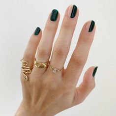2020 Nail Trends: Dark Green