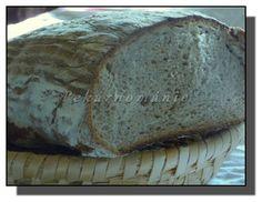 Chleba je, jedním slovem - fantastický. Měkounký, s pevnou, hořkou kůrkou a velice pružnou střídou. Stejné vlastnosti, beze změn, má i druhý den. Večeřeli jsme ho jen tak, suchý.  Suroviny: 80 g pravidelně krmeného žitného kvásku 330 g (ml) vody 300 g žitné celozrnné mouky jemné - smícháme 10-12 h před zaděláním těsta a… Pizza Dough, Baking, Food, Detox, Breads, Bread Rolls, Bakken, Essen, Bread