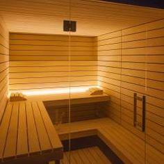 Design-Sauna à la corso: hell und einzigartig mit klarer Linienführung und verglaster Front.: skandinavisches Spa von corso sauna manufaktur gmbh