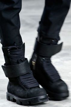 Cyberpunk Fashion, Rick Owens Fall 2013 Seriously in love MH Mode Cyberpunk, Cyberpunk Fashion, Cyberpunk Clothes, Style Noir, Mode Style, Me Too Shoes, Men's Shoes, Shoe Boots, Nike Outfits
