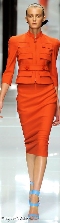 Versace Spring Summer 2011 Ready-To-Wear Mode Orange, Looks Style, My Style, Orange Suit, Bcbg, High Fashion, Womens Fashion, Paris Fashion, Orange Fashion
