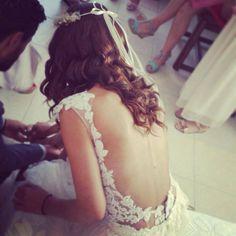 """Ρομαντικά νυφικά : """"d.sign by Dimitris Katselis"""" real bride . Aπλικαρισμένη δαντέλα , ραμμένη στο χέρι."""