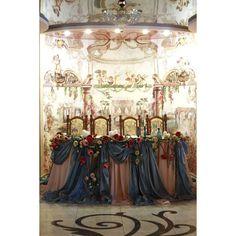 Стол молодых #грандгала #grand_gala #мастерфлористгромаковагалина #свадебноеоформлениецветами #цветыдляпраздника #столмолодых