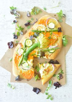 Spanish pizza! Catalan coca recipe with cheddar and vegetables!