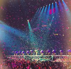 Taylor Swift - 1989 World Tour - Nashville, TN - Night 2 - Long Live Taylor Swift, Taylor Swift Pictures, Taylor Alison Swift, Concert Stage Design, The 1989 World Tour, 1989 Tour, New Romantics, Shake It Off, She Song