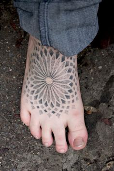 I got this last summer when I was traveling. It's my favourite tattoo so far, and I'm thinking of getting something similar on the other foot.    Artist: Patrick Hüttlinger.    Submitted by dripdripdropped.